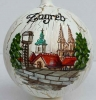 kuglice za bor , raspucana površina /Christmas tree decorations, colors of plastic balls