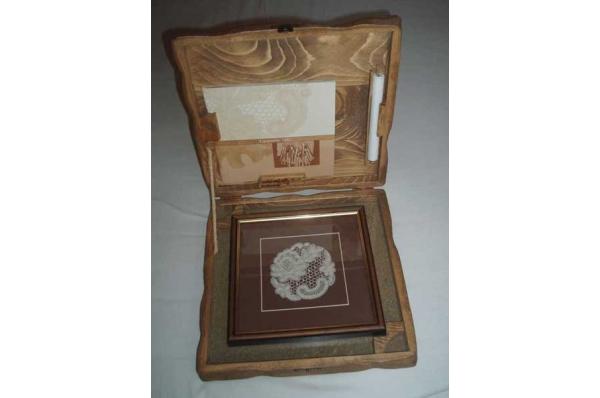 lepoglavska čipka u drvenoj kutiji /Lepoglava lace in a wooden box