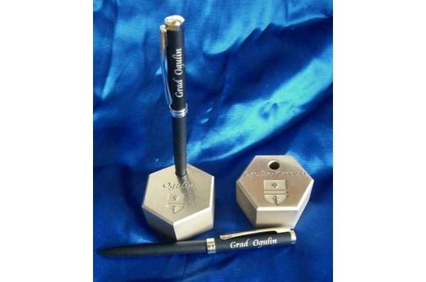 pritiskač papira s utorom za olovku,mesing / Brass Paperweight