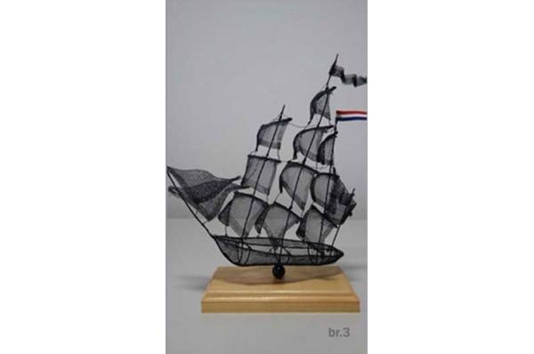brod od žice, boja plava /Wire  Sailboats
