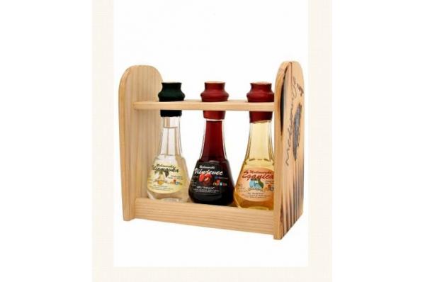 tri ćokanjčića u drvenom stalku /Three bottles (čokanjčići) brandies/ Liqueurs in a wooden drinks rack