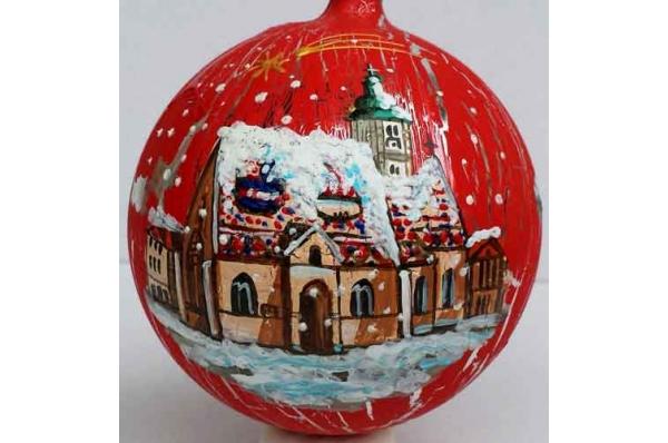 kuglica za bor , raspucana površina / Christmas tree decorations, red plastic balls