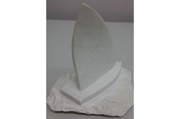kamena jedrilica, 1 jedro/ Stone Sailboat, one sail