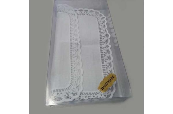 tabletić s rubom od čipke /White table runner with the lace