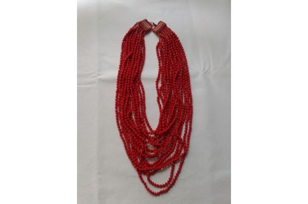 crvena ogrlica, kraluž /Red Necklace  - Kraluž