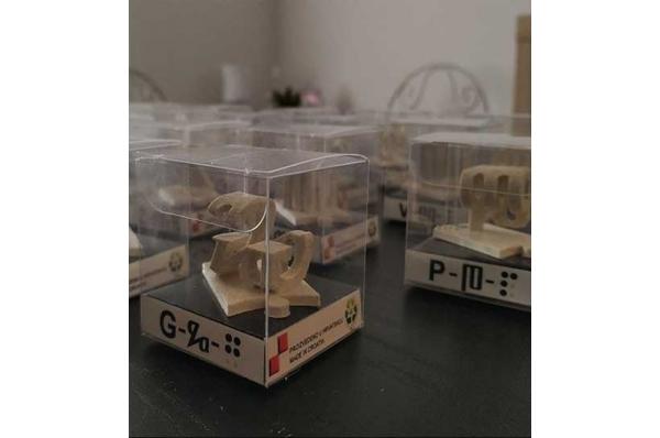 tropismene glagoljične puzzle u kutiji / glagolitic puzzle in the box