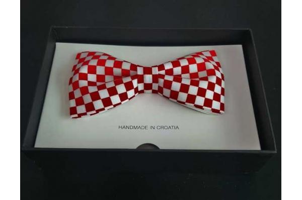 kockasta leptir mašna/ Bow Tie, red-with cubes