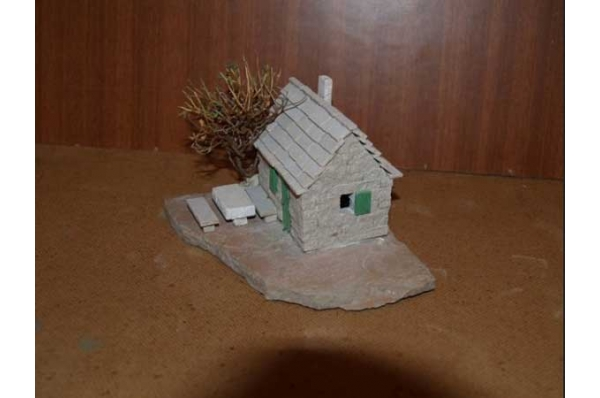 mala poljska kućica,minijatura  20cm /Stone house, miniature 20cm /Stone house, miniature 15cm