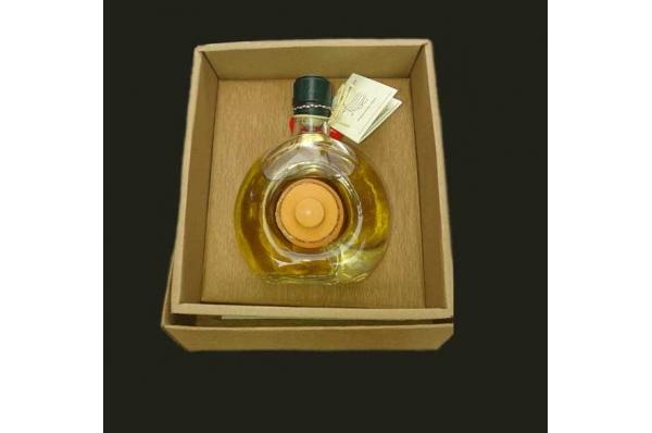 medica ploska i med u glinenoj posudi / Medica Liqueur