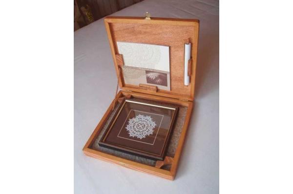 paška čipka, drvena kutija /Pag lace in a wooden box