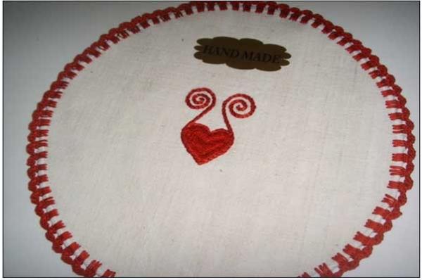 vezeni tabletić,ovalni /Embroidered decoration for tha table