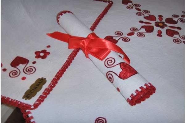 vezeni tabletić, četvrtsati /Embroidered decoration for tha table