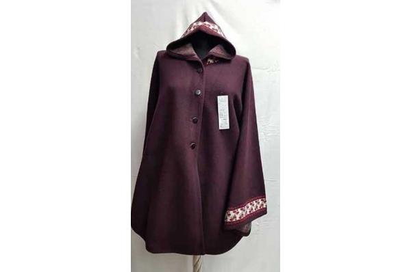 vunena pelerina /Woman's Woolen Cloak