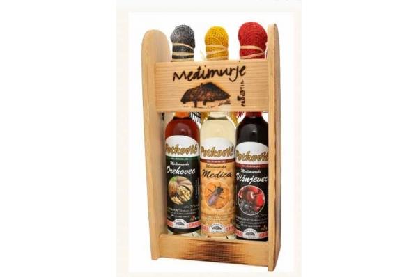tri rakije/likera u drvenom stalku / Three Brandy /Liqueur in a wooden drink rack