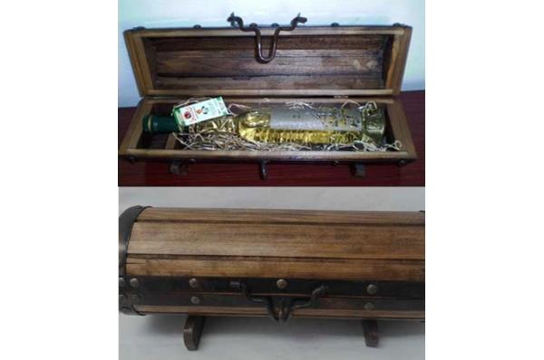 gusarska škrinja s pićem / Pirate's Wooden Box & Drinks