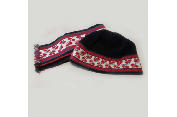 slavonska kapa i šal/Woolen Cap and Scarf with Slavonian motif
