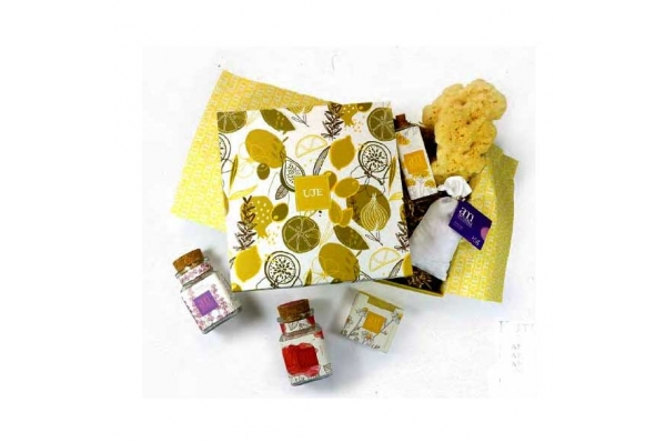 kozmetički paket / Box of cosmetics