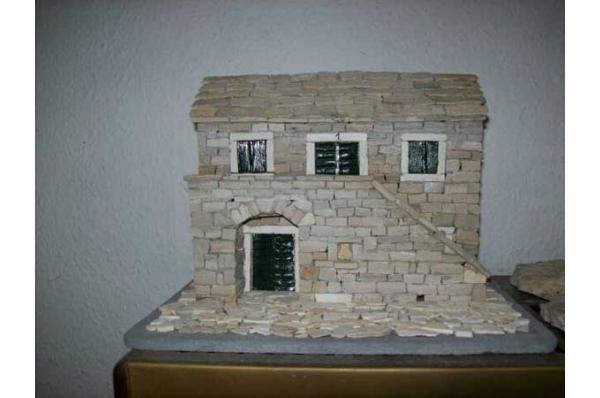 kamena kućica s dva prozora, minijatura 20 i 30cm/ Stone house with 2 windows,miniature 20cm or 30cm