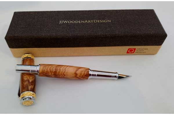 nalivpero od maslinova drva, pozlaćeno / Olive wood fountain pen, gilded