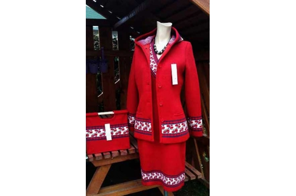 ženska vunena jakna (špenzle / Woman's woolen jacket (špenzle)